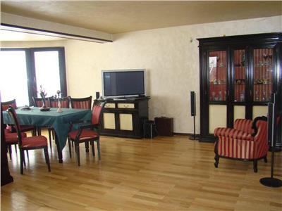 Vila cu 6 camere si teren liber de 1500 m | Potrivit pentru locuinta, firma, gradinita etc