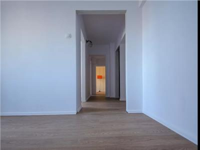 Apartament 3 camere | Renovat | 2 bai | La bulevard | Disponibil imediat