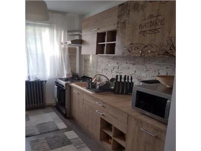 Apartament 2 camere   Podu Ros   Renovat   Etaj intermediar